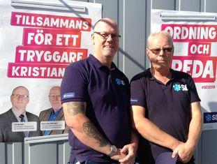 Os militantes do Democratas Suecos Ulf Börkel (esquerda) e Per Triberg, na quarta-feira, em Kristianstad