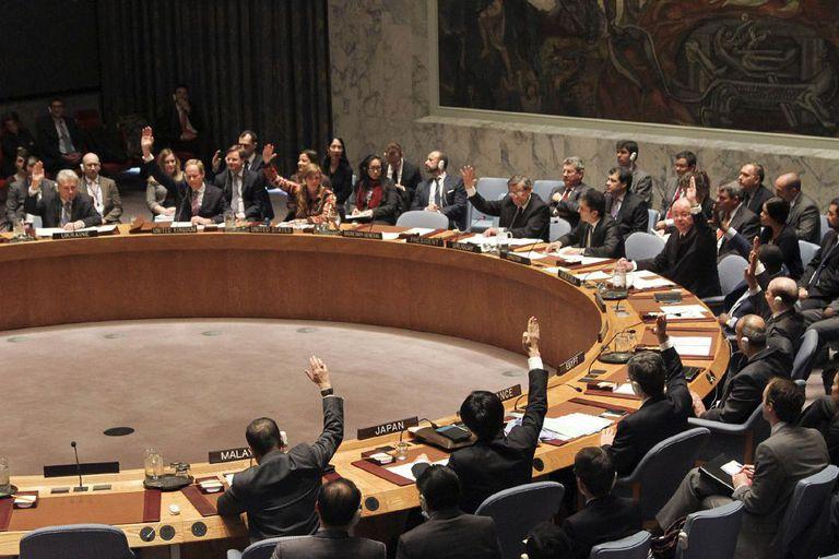 O Conselho de Segurança aprova a resolução.