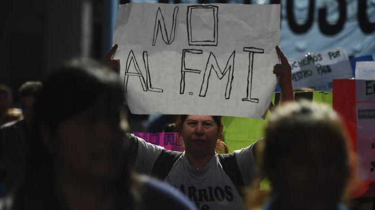 Protesto contra o FMI nesta terça-feira em Buenos Aires