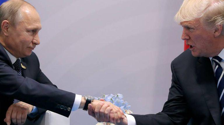 Trump e Putin durante reunião oficial