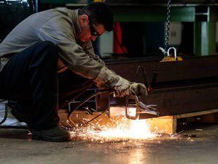 Queda da produção industrial faz arrecadação federal diminuir.