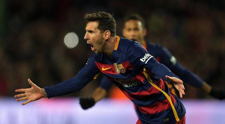 Messi celebra seu gol de falta contra o Espanyol.