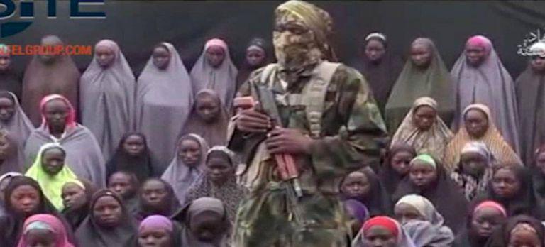 Um soldado do Boko Haram em vídeo divulgado em agosto passado.