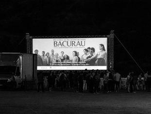 Mais de 2.000 pessoas foram assistir a pré-estreia de Bacurau no povoado Barra, no Rio Grande do Norte.