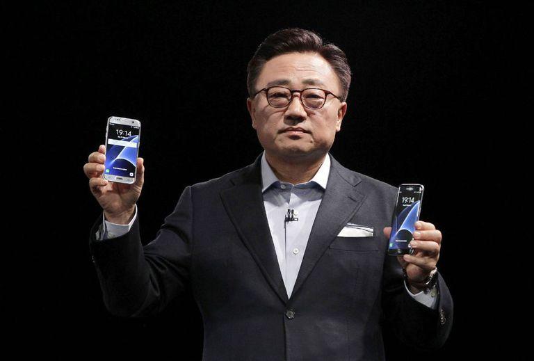 O presidente de Mobile da Samsung, DJ Koh, apresenta em Barcelona, neste domingo, os novos S7 e S7 Edge.
