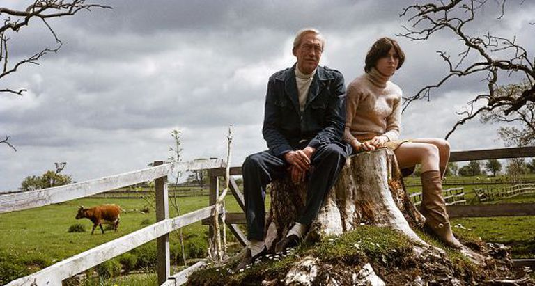 John Huston e sua filha Anjelica, na sua casa na Irlanda, em 1968.