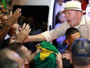 Lula durante ato de sua caravana em São Leopoldo (RS), no último dia 23.