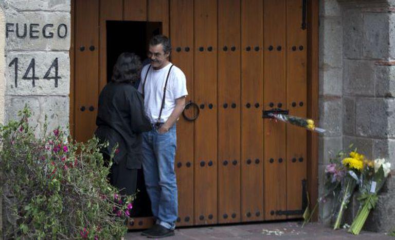 Gonzalo Garcia, filho de Gabo, em frente à casa do escritor no México.
