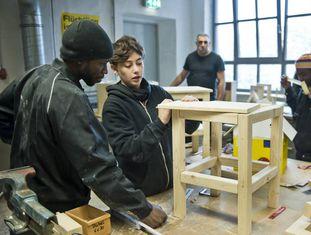 Refugiados num centro de formação profissional em Berlim.
