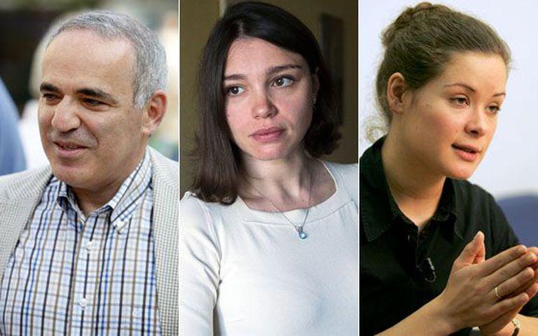 O jogador de xadrez Gari Kasparov (esq.); a jornalista Zhana Nemtsov (c) e a ativista María Gaidar.