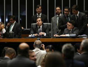 Deputados no plenário da Casa.