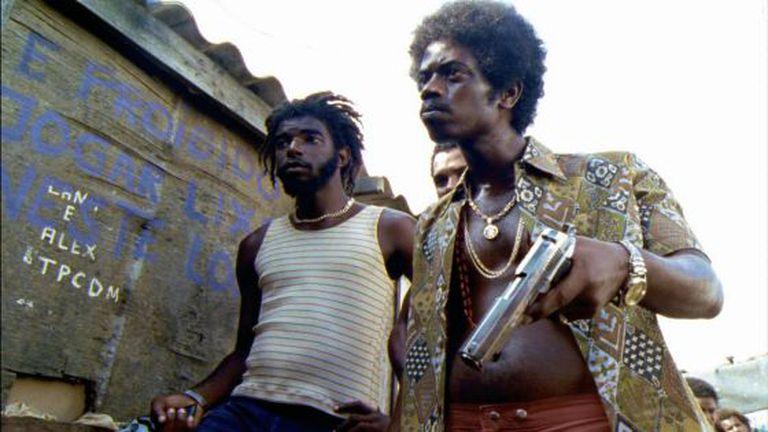 O personagem Zé Pequeno (à direita) no filme original.