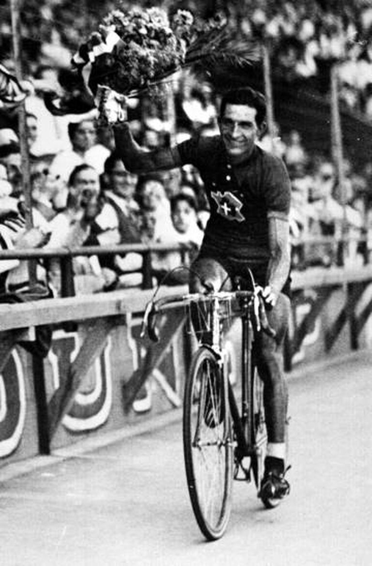 Bartali ao vencer o Tour de France de 1938