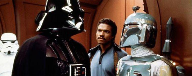 Bulloch, como Boba Fett (à dir.), diante de Darth Vader, num fotograma de 'O Império Contra-Ataca'.