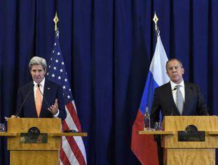 O secretário de Estado de EUA, John Kerry, e o ministro de Exteriores russo, Sergei Lavrov, anunciam o acordo sobre Síria.