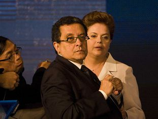 Santana com Dilma em debate de 2010.