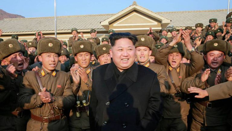 O líder norte-coreano Kim Jong-un junto ao Exército.