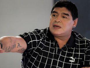 O ex-jogador argentino Diego Maradona, com sua 'nova' cara.