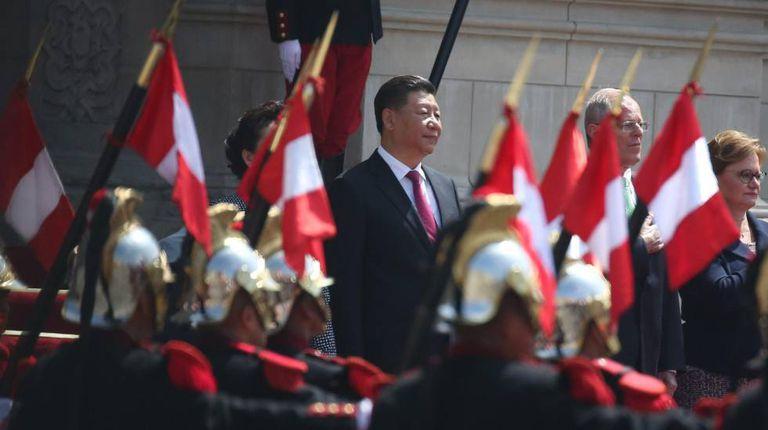 O presidente chinês, Xi Jinping, com seu homólogo peruano, Pedro Pablo Kuczynski, na visita oficial a Lima realizada em 2016