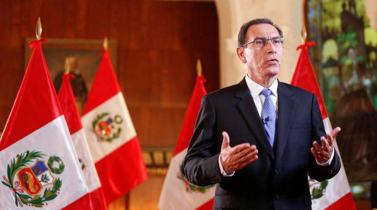 O presidente peruano, Martín Vizcarra, em pronunciamento à nação no início de abril.