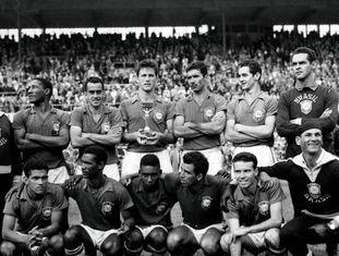 Vicente Feola (treinador), Djalma Santos, Zito, Bellini, Nilton Santos, Orlando e Gilmar. Garrincha, Didi, Pelé, Vavá e Zagallo.