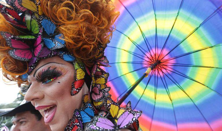 Participante da Parada do Orgulho LGBT no ano passado.