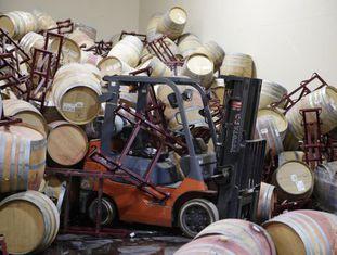 Centenas de barris de vinho foram danificados depois do terremoto.
