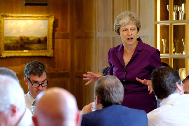 May, junto a membros de seu Governo.