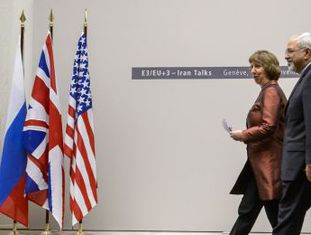 A chefe da diplomacia europeia, Catherine Ashton, e o ministro de Exteriores iraniano, Mohammad Javad Zarif, em Genebra em novembro do ano passado.