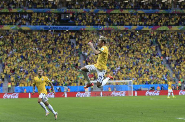 Jogo Camarões x Brasil na Copa.