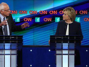 Hillary Clinton e Bernie Sanders durante o debate do Partido Democrata.