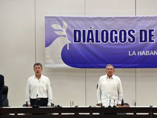 Ban Ki-moon, Santos, Raúl Castro e Timochenko, antes da cerimônia.