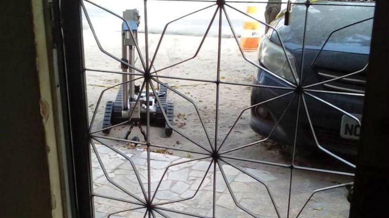 Setor de bombas da polícia detonou a granada.