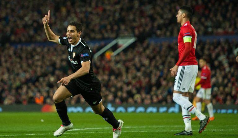Ben Yedder, nome surpresa do jogo, comemora o segundo gol espanhol.