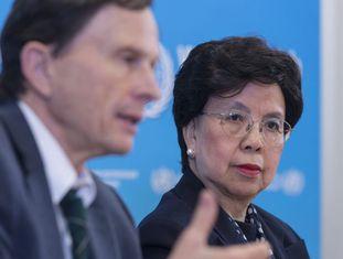 A diretora-geral da Organização Mundial da Saúde (OMS), Margaret Chan, e o presidente do Comitê de Emergências, David Heymann, em Genebra, no dia 8 de março.