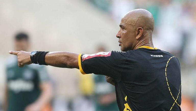 O árbitro Marcelo Aparecido nega interferência externa no clássico paulista.