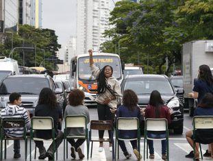 Estudantes protestam em SP nesta segunda-feira.