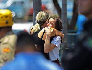Estudante do Colégio Goyases abraça a mãe após colega atirar em alunos em Goiânia.