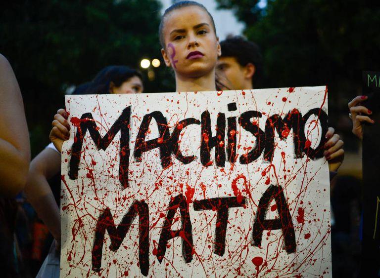 Mulheres fazem ato no Rio, em junho.