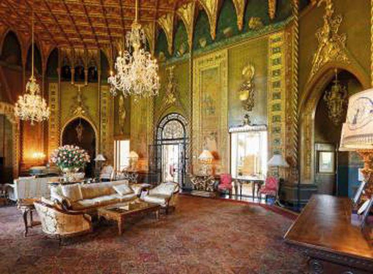 Vestíbulo do clube Mar-a-Lago, localizado em Palm Beach, Flórida, construído como lugar de descanso de inverno para os presidentes dos Estados Unidos.