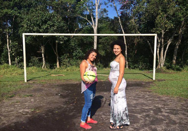As irmãs Sidineia e Silvani, que, durante a gravidez, sofre por não poder participar dos jogos.