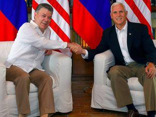O presidente colombiano Juan Manuel Santos recebe, em Cartagena, o vice-presidente dos Estados Unidos, Mike Pence.
