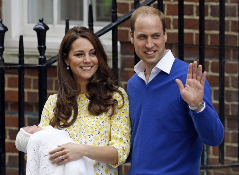 Kate e William apresentam a filha.