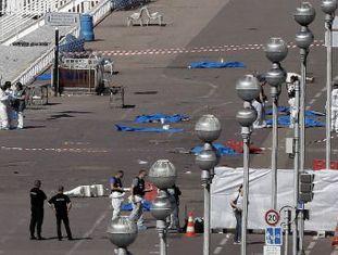 Pessoas presentes no ataque relatam como presenciaram o massacre, como escaparam e se esconderam pela ameaça de que existissem mais terroristas