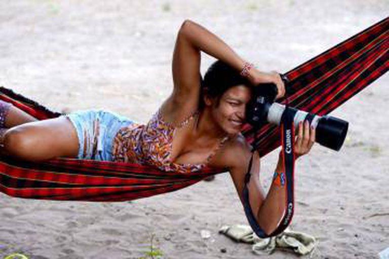 Índia diretora, atriz e personagem: Zahy Guajajara, protagonista de 'Zahy - Uma Fábula sobre o Maracanã'.