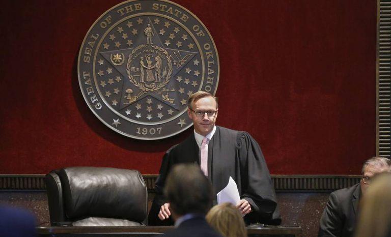 O juiz Thad Balkman no tribunal de Norman, Oklahoma.