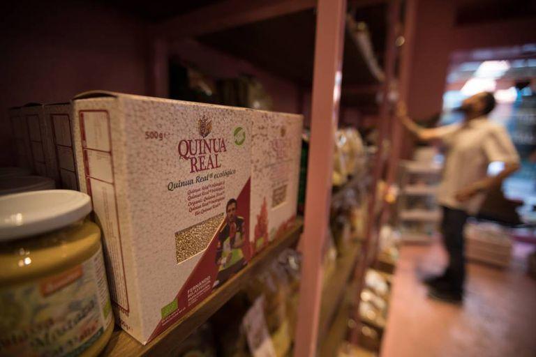 Quinoa à venda em um estabelecimento madrilenho de alimentação vegana.
