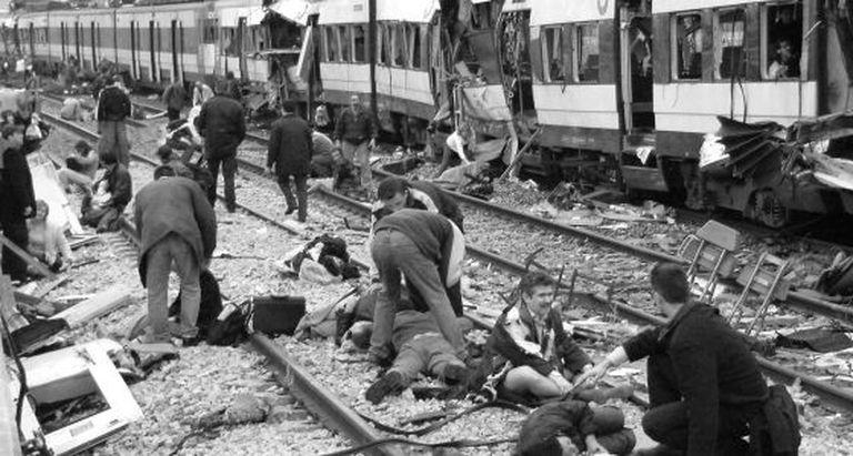Primeiros socorros às vítimas do atentado terrorista em Madri.