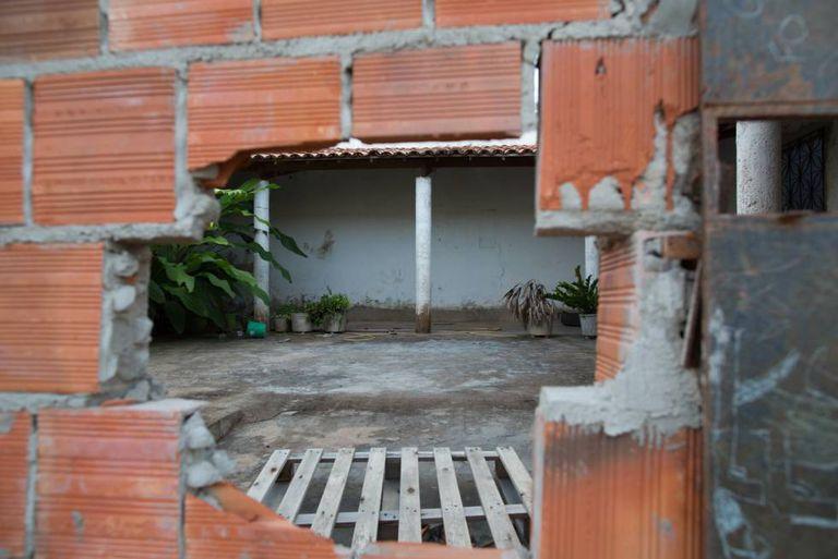 Casa vazia, de onde moradores foram expulsos pelas facções.