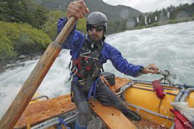Descenso de águas bravas no rio Futaleufú, no Chile.